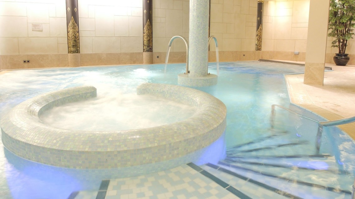 senspa careys manor hydro pool