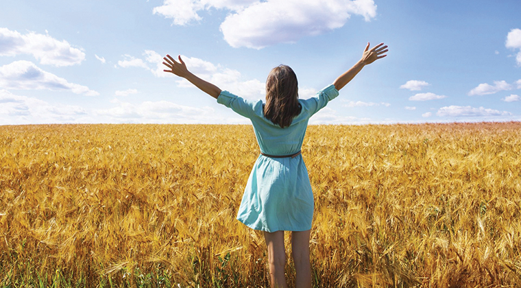 woman-arms-up-field